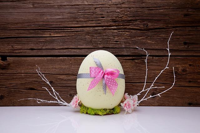 Donor egg IVF after 40 : Easter egg gift wrap