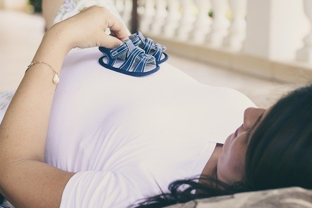 pregnant lady expecting baby: IVF exercise food
